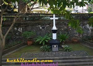 paco cemetery 3 _ tres marteres